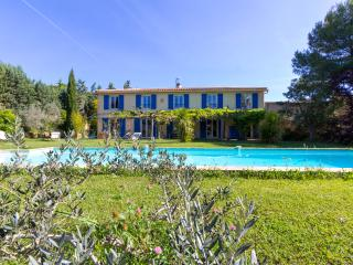 Superb,pool,10min old town - Eguilles vacation rentals