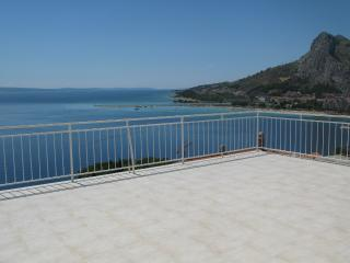 Comfortable 2 bedroom Omis Apartment with Internet Access - Omis vacation rentals
