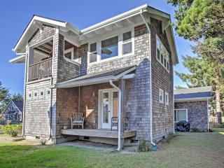 2BR Rockaway Beach House w/Open Floor Plan, Wifi & Full Kitchen – Just 4 Blocks from the Beach! Easy Access to Crabbing, Clamming & Fishing! - Rockaway Beach vacation rentals