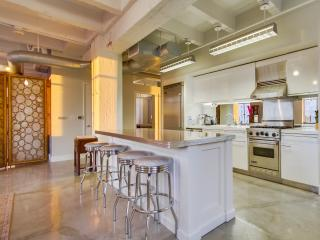 Glamorous loft on the corner of Hollywood and Vine - Los Angeles vacation rentals