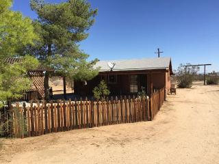 Cozy Cabin Near Joshua Tree National Park - Yucca Valley vacation rentals