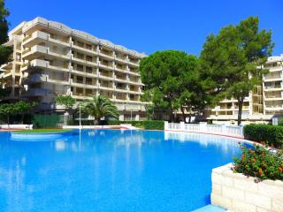 Comfortable Condo with Shared Outdoor Pool and Television - Tarragona vacation rentals