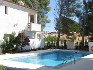 Cozy House with Shared Outdoor Pool and Television - Miami Platja vacation rentals