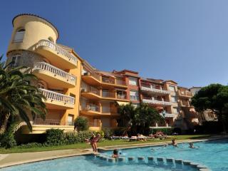 Bright Empuriabrava vacation Apartment with Internet Access - Empuriabrava vacation rentals