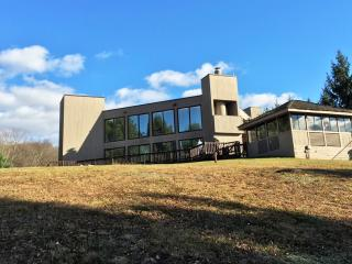 Contemporary Lake Front - 5 Acres! - Monticello vacation rentals
