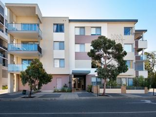 Cozy 2 bedroom Apartment in Perth with Internet Access - Perth vacation rentals