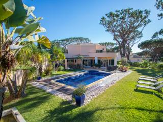 Spacious Villa with A/C and Satellite Or Cable TV - Vilamoura vacation rentals