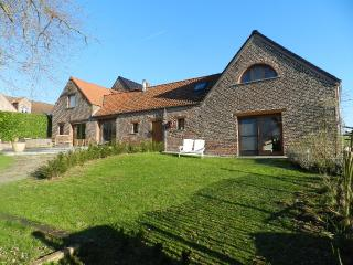 Beautiful Farmhouse Barn with Internet Access and Central Heating - Herzele vacation rentals