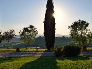 Romantica camera con vista tramonto - Buonconvento vacation rentals