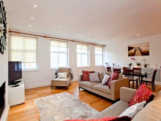3 bedroom 2 bathroom Apartment on High Street Kensington - London vacation rentals