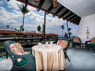 Casa De Emdeko 330 - DELUXE, Top Floor, Oceanview, AC, Extra spacious! - Kailua-Kona vacation rentals