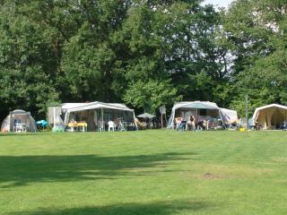 Ruime kampeerplaats op Vakantiepark Adelhof - Vledder vacation rentals
