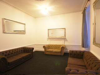 Princes Street 1st Floor Apartment 25 Beds - Edinburgh vacation rentals