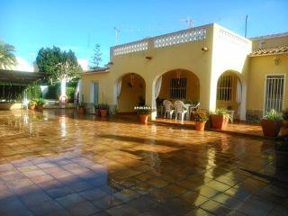 Beautiful 3 bedroom Denia Chalet with Internet Access - Denia vacation rentals