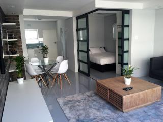 Top floor Modern Beachfront, Sea point WIFI & DSTV - Bantry Bay vacation rentals