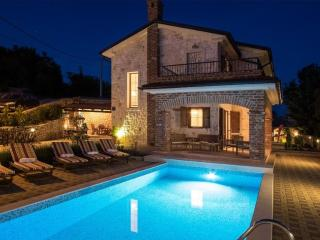 101001 Modern and rustic villa - Linardici vacation rentals