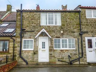FAIRHAVEN COTTAGE, pet-friendly, WiFi, close to Whitby, Ugthorpe, Ref 929095 - Ugthorpe vacation rentals