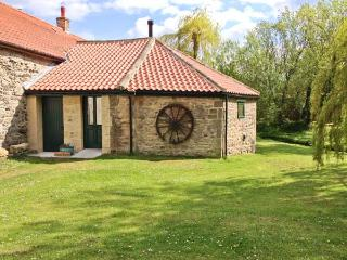 THE WHEELHOUSE, character cottage with woodburner, 3D TV, by a beck, shop and pub 2 mins walk, in Barton, Richmond, Ref 932348 - Richmond vacation rentals