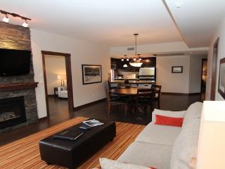 Stunning Canmore Condo - 2 bedroom 2 bathroom plus Den (sleeps 7) - Canmore vacation rentals