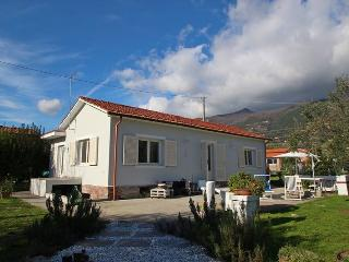 Nice 2 bedroom House in Strettoia - Strettoia vacation rentals