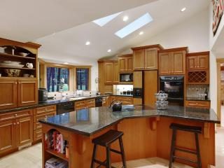 Premiere Black Butte Golf Home *w/ Hot Tub & Sauna - Sisters vacation rentals