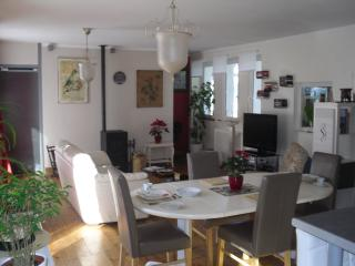 Nice Apartment with Dishwasher and Hair Dryer - Morlaix vacation rentals