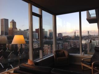 Elegant  1bd + den Condo w/ Stunning City & River Views - Portland vacation rentals
