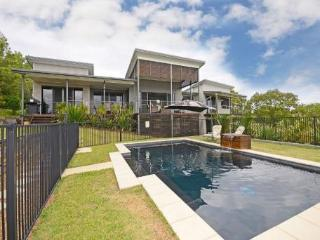 Pelican House - private pool, aircon, seaviews, relaxation, breezes and birds - Hervey Bay vacation rentals