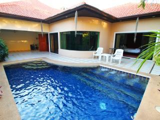 Cosy Beach 3 Bedroom Pool Villa - Pattaya vacation rentals