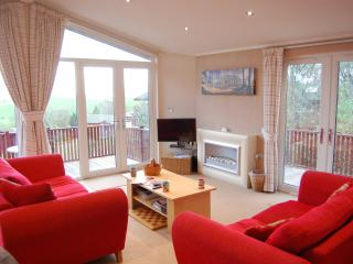 Cozy 3 bedroom Bassenthwaite Lodge with Washing Machine - Bassenthwaite vacation rentals