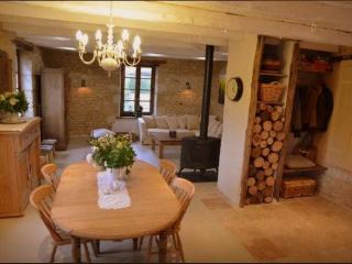 Family Farmhouse with pool and views - Rouffignac-Saint-Cernin-de-Reilhac vacation rentals