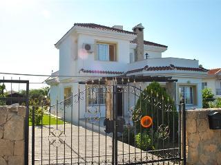 KB406 North Cyprus Kyrenia 3 Bedroom Luxury Dublex - Kyrenia vacation rentals