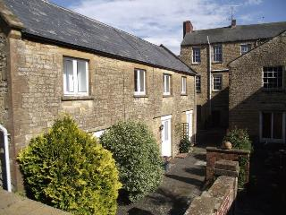 Peaceful cottage hidden off the Market Square - Crewkerne vacation rentals