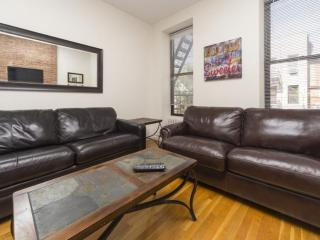 Large and Comfy 2 Bedroomr Apartment in Midtown West - Weehawken vacation rentals