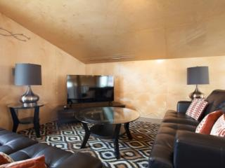 Furnished Apartment at Ozone Ct and Speedway - Venice Beach vacation rentals