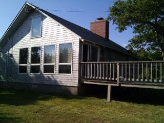 2 bedrooms plus loft, steps from private beach. - East Sandwich vacation rentals