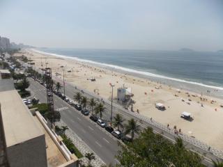 APARTMENT FRONT THE BEACH IN LEBLON - Rio de Janeiro vacation rentals