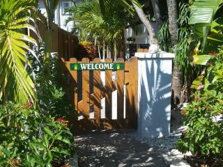 Panoramic water views! FREE Bikes, Kayaks & SUPs! An unbeatable island value. - Manasota Key vacation rentals