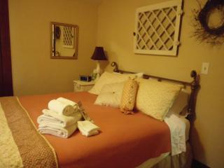 Romantic 1 bedroom Oroville B&B with Internet Access - Oroville vacation rentals