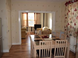 3Bedroom house (H), London, 20 min. to City Centre - London vacation rentals