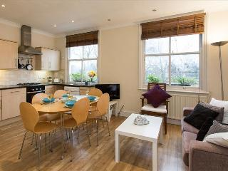 Charming 2BR Apt in Chelsea with Terrace - London vacation rentals