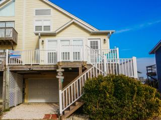 Gorgeous 3 bedroom North Topsail Beach Townhouse with Corporate Bookings Allowed - North Topsail Beach vacation rentals