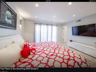 Mid Modern Designers Condo ,Fun & Fabulous w/ View - Palm Springs vacation rentals