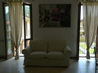 L. Garda beautiful 2 bedrooms apartment sleep 6 - Roè Volciano vacation rentals