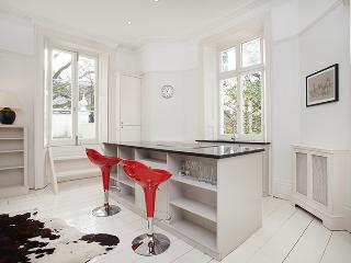 Fashionable 1 Bedroom in Notting Hill - London vacation rentals