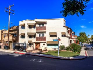 Upscale 1 or 2 Bedrooms - Highly Reviewed and Great Rates!  Sleeps 2-4 People - Catalina Island vacation rentals