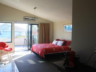 Romantic 1 bedroom Tauranga Bed and Breakfast with Internet Access - Tauranga vacation rentals