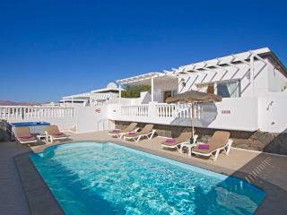 Nice 3 bedroom Villa in Puerto Del Carmen - Puerto Del Carmen vacation rentals