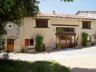 Lovely 3 bedroom Verteillac Villa with Satellite Or Cable TV - Verteillac vacation rentals