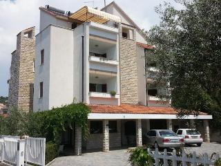 TH01889 Apartments Vojin / Three bedrooms A6 - Okrug Gornji vacation rentals